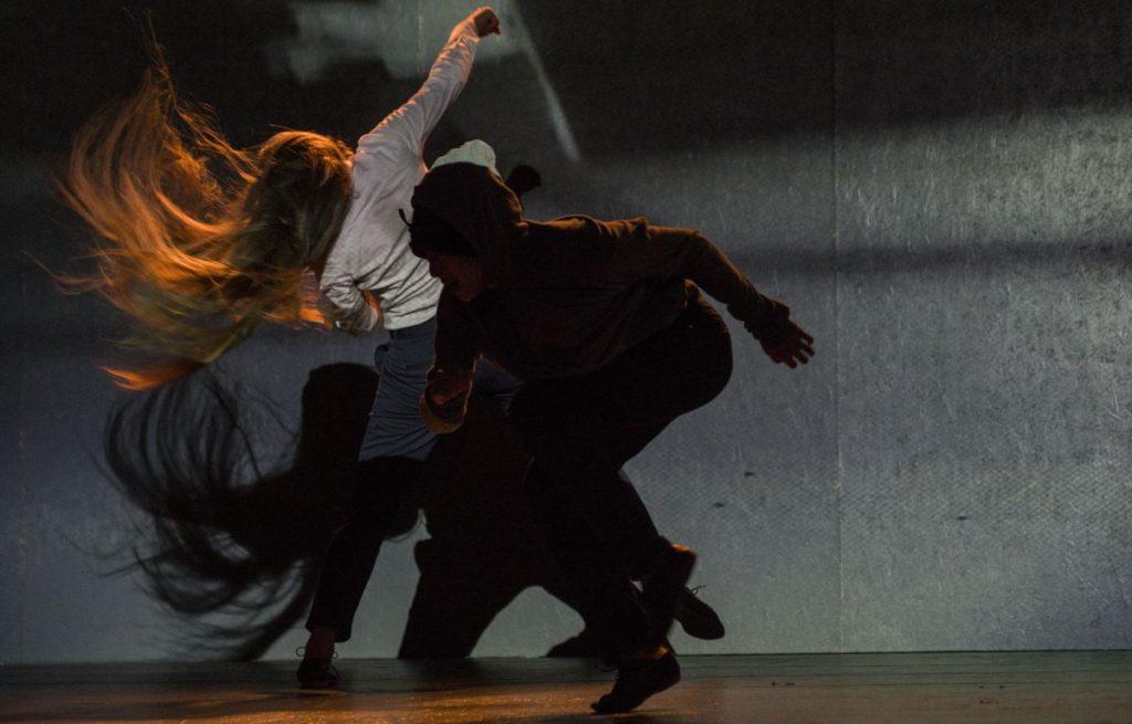 Lucia Škandíková - Viliam Dočolomanský: Odtržení, Farma v jeskyni, Praha, 2016, režie a choreografie Viliam Dočolomanský